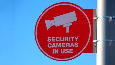 Photo of Bracciali elettronici e sorveglianza di massa contro il Covid? Sono solo distopie. O no?
